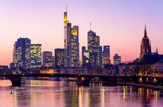 Frankfurt Skyline, Skyline Tattoo, City Life, Art And Architecture, Wonders Of The World, New York Skyline, Places To Go, Germany, Japan