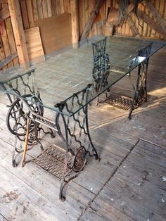 Ideas for sewing machine drawers repurposed free samples Sewing Machine Drawers, Sewing Machine Tables, Treadle Sewing Machines, Antique Sewing Machines, Singer Table, Singer Sewing Tables, Diy Sewing Table, Diy Table, Table Desk