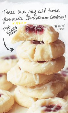 Raspberry almond shortbread cookies are the most perfect Christmas holiday cookie there is! These raspberry almond shortbread cookies are my all-time favorite holiday cookies. These delicate cookies simply melt in your mouth! Holiday Desserts, Holiday Baking, Holiday Recipes, Best Christmas Recipes, Halloween Baking, Easy Halloween, Cookies Receta, Yummy Cookies, Xmas Cookies