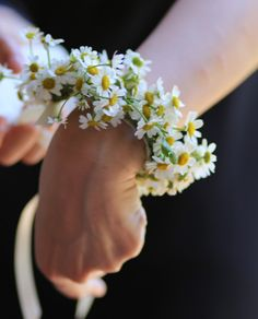 Daisy Chain Wrist corsage  | Destination Wedding | 1930s Style Wedding | At Le Regge In Italy | Styling by Event Planning From Italian Eye | Flowers By Stiatti Fiori | Images by Adriana Chechi | http://www.rockmywedding.co.uk/olivia-guido/