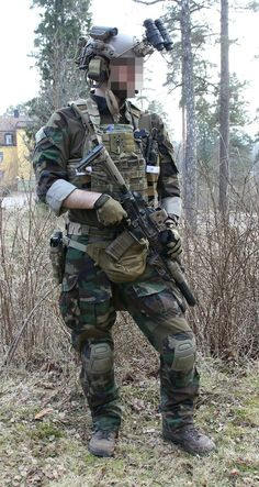Special Forces Gear, Military Special Forces, Military Gear, Military Police, Army, Marsoc Marines, Tactical Armor, Combat Gear, Military Pictures