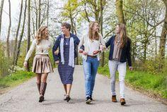www.vierliefd.nl Familie fotografie Kockengen Harmelen bos familieshoot gezinshoot vrouwen dames buiten spontaan Fotograaf: Jerny van Ginderen - Seeleman