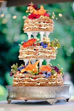 wedding cakes, rustic, flowers || Colin Cowie Weddings