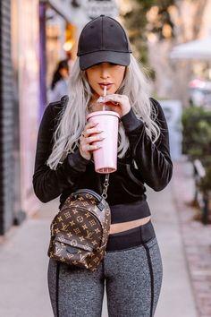 Mochila Louis Vuitton, Louis Vuitton Backpack, Louis Vuitton Handbags, Louis Vuitton Monogram, Pink Louis Vuitton Bag, Trendy Outfits, Cute Outfits, Fashion Outfits, Gucci Fashion