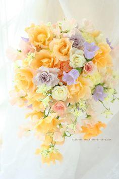 24 ideas for wedding bouquets purple yellow green Purple Wedding Bouquets, Bride Bouquets, Flower Bouquet Wedding, Floral Wedding, Pastel Flowers, Beautiful Flowers, Romantic Wedding Colors, Cascade Bouquet, Flower Art