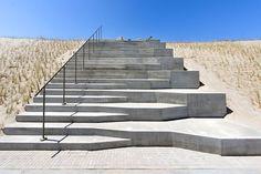 Strandtrappen op Tweede Maasvlakte (stairs to the beach) :Jan Kongins… Escadas de praia na Second Maasvlakte (escadas da praia): Jan Kongins… Concrete Architecture, Stairs Architecture, Landscape Architecture Design, Architecture Portfolio, Modern Architecture, Landscape Stairs, Urban Landscape, Ramp Stairs, Beach Stairs