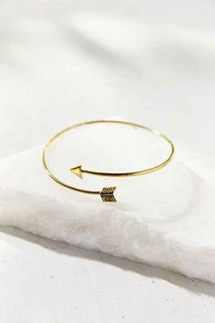 Delicate Arrow Armband - URBAN OUTFITTERS