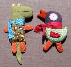 Fun stuffed animals.  http://leblogdemarie.fr/2011/08/16/quand-un-gentil-crocodile-rencontre/