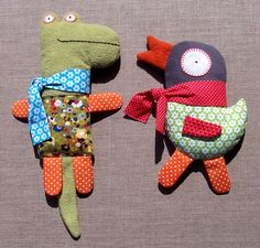 Fun stuffed animals. http://leblogdemarie.fr/2011/08/16/quand-un-gentil-crocodile-rencontre/