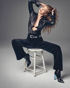 Hadid Models New Season Looks in Vogue Korea Cover Story Vogue Korea September 2017 Gigi Hadid photographed by Henrique Gendre High Fashion Poses, Fashion Model Poses, Fashion Models, Fashion Fashion, High Fashion Shoots, Vogue Models, Korea Fashion, Fashion Weeks, Unique Fashion