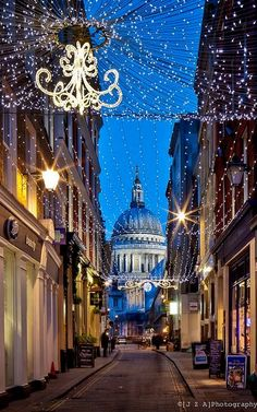 Watling Street & Saint Paul's Cathedral, London Oh The Places You'll Go, Places To Travel, Places To Visit, Les Illuminations, London Christmas, England Christmas, Christmas Photos, Christmas Lights, Visit Edinburgh