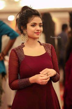 New Image : Salwar designs Salwar Designs, Kurta Designs Women, Kurti Designs Party Wear, Designs For Dresses, Dress Neck Designs, Chudi Neck Designs, Dress Indian Style, Indian Outfits, Indian Long Dress