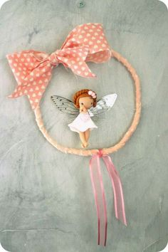 This little fairy will spread magic in your home! It's time to dream and to make a wish! Made of fabric, lace and polymer clay. Baby Mobile Felt, Make A Wish, How To Make, Pasta Flexible, Clay Crafts, Cake Toppers, Dream Catcher, Polymer Clay, Dolls