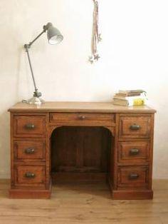 Bureau américain de taille moyenne ancien : En bois de chêne massif et 7 tiroirs, il sera parfait dans la chambre de vos enfants ou même dans un coin du salon.