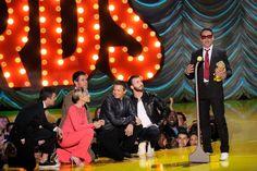 Chris Evans, Scarlett Johansson, Jeremy Renner, Mark Ruffalo, Chris Hemsworth as Robert Downey Jr. accepts the Generation Award at the MTV Movie Awards, April 12, 2015.