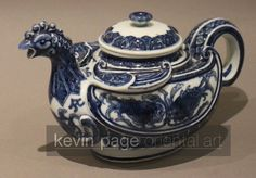 Antique small Japanese blue and white teapot in the form of a chicken, signed Makuzu Kozan - c. 1842 to 1916 Japan