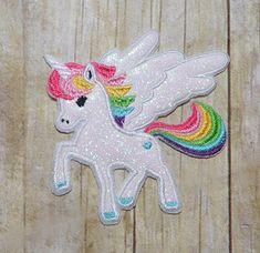 He encontrado este interesante anuncio de Etsy en https://www.etsy.com/es/listing/221103283/unicorn-applique-embroidery-design