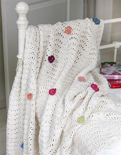 Ikke nok med at de er super smarte, så varmer de også dejligt på en kølig dag. Hækl et tæppe – det vil du holde af.