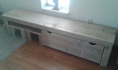 Speeltafel van steigerhout 200x40x50 met kist op wieltjes en 2 krukjes