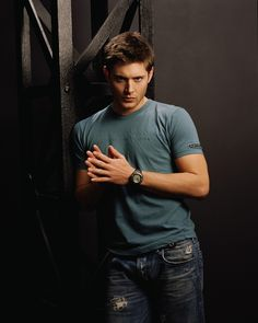 """(2005) Jensen Ackles as Dean Winchester in season 1 of """"Supernatural"""""""