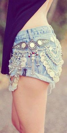 Jeans do Verão 2016 - Tendências - Fashion Bubbles - Moda, Beleza e Life Style This is called the stylish short of Hippie'sThis is called the stylish short of Hippie's Boho Hippie, Boho Gypsy, Hippie Style, Estilo Hippie, Bohemian Mode, Gypsy Style, Bohemian Style, Hippie Masa, Mode Shorts