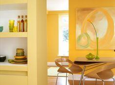 Peintures « Sorbet Citron » (premier plan, à gauche), « Canotier » (deuxième plan, à droite), « Or Mat » (au fond), finition satin, gamme Crème de Couleur, environ 45 € le pot de 2,5 litres, Dulux Valentine .