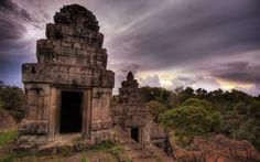 A Hilltop Temple at Sunset near Angkor Wat 1920x1200.