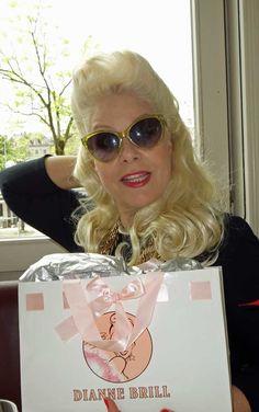 Queen of the night und Beauty-Unternehmerin Dianne Brill (Bild: Katrin Roth) Glamour Beauty, Wildfox, Round Sunglasses, New York, Celebs, Queen, Night, Fashion, Ballet