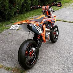 KTM SXF build by rrr1rob, loving that plate! #supermoto #supermotard #ktm #sxf #smr #supermotocentral