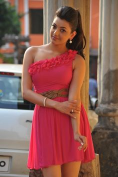 South Indian popular actress Kajal Agarwal best picture and wallpaper gallery. Best hd image of actress Kajal Agarwal. Indian Celebrities, Beautiful Celebrities, Beautiful Actresses, Bollywood Celebrities, South Indian Actress, Beautiful Indian Actress, Tamil Actress, Bollywood Actress, Popular Actresses