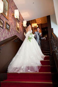 赤じゅうたんの階段   ホテルモントレ赤坂(東京都:ホテル)   結婚式場・結婚準備の口コミサイト-みんなのウェディング [写真から探す]