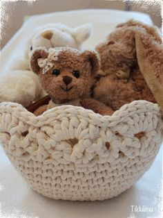 T-shirt crochet basket Crochet Bowl, Crochet Doilies, Crochet Yarn, Knitting Yarn, Yarn Projects, Crochet Projects, Cotton Cord, Crochet Storage, Fabric Yarn