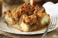 Vegan French Toast Casserole can be made the night before and baked in the morning for a quick, crowd pleasing breakfast! Perfect for holidays. Pudding Desserts, Köstliche Desserts, Delicious Desserts, Dessert Recipes, Yummy Food, Brunch Recipes, Breakfast Recipes, Vegan Recipes, Cooking Recipes