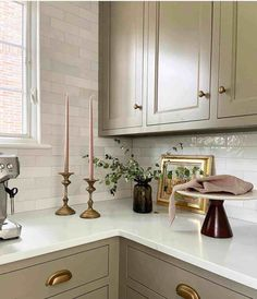 The Fresh Appeal of Green Cabinets - Classic Casual Home Green Cabinets, Kitchen Cabinets, Neutral Kitchen Designs, Design Kitchen, Classic White Kitchen, Studio Green, Layout, Desk Areas, Elegant Homes