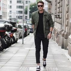 Vans are popular sneakers because they look cool and are very comfy. Here are some stylish outfits with them for this spring.