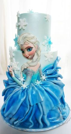 I love the way they made Elsa's skirt in on this Frozen Cake Torte Frozen, Elsa Torte, Bolo Frozen, Frozen Theme Cake, Elsa Frozen, Disney Frozen Party, Frozen Birthday, Birthday Cakes, Fancy Cakes