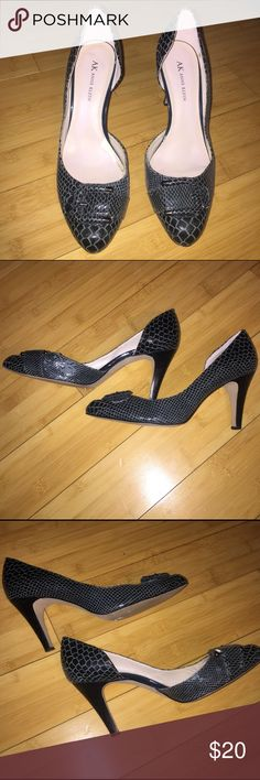 GUC AK Anne Klein gray black snake heels 8.5 Good use condition, some scratches on the sides (see pictures) but they still look unbelievable amazing! They are snake leather black and gray very rare! Size 8.5 AK by Anne Klein Anne Klein Shoes Heels