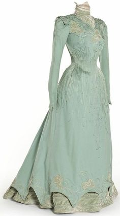 This dress is a teal long sleeved evening dress. There is beading on the dress to create detail. The dress has an A-line skirt that goes to the ground. The neckline is a modest V-cut. 1890s Fashion, Edwardian Fashion, Vintage Fashion, Fashion Goth, Steampunk Fashion, Woman Fashion, Vintage Beauty, Antique Clothing, Historical Clothing