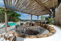 Enjoy your food at the pool Living Room Modern, Living Spaces, Pergola Patio, Backyard, Beach Resorts, Luxury Resorts, Diy Fire Pit, Outdoor Entertaining, Light Shades