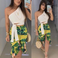 🌴☀️ Cropped $39.99 Saia $69.99 White Fashion, Love Fashion, Girl Fashion, Fashion Dresses, Womens Fashion, Fashion Design, Fashion Trends, Stylish Summer Outfits, Spring Outfits