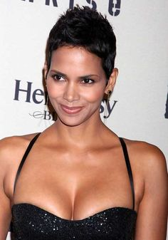 19 Halle Berry Pixie Cuts: #10. Halle Berry Short Hair Pixie Style