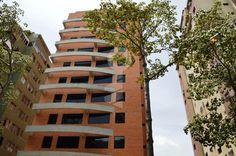 Bello Pent House a estrenar, 160 metros cuadrados interiores y 62 metros cuadrados de terraza edificio con acabados de primera, pisos de porcelanato, excelentes closets, escaleras de madera. Magnifica ubicacion cerca de todos los servicios. Excelente oportunidad de inversion