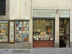 Quanti ricordi...  This is my city, Florence, I used to go to school just beside this old books shop <3