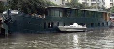 Black 2 Level Barge.