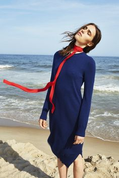 The Silk Neck Scarf Will Be Your New Favorite Accessory  - ELLE.com