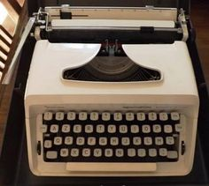 Machine à écrire REMINGTON MONARCH DE LUXE Sperry Rand blanc nacré.