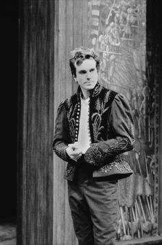alwaysiambic:  Oscar winners who also performed Shakespeare Daniel Day Lewis as Hamlet, 1989.