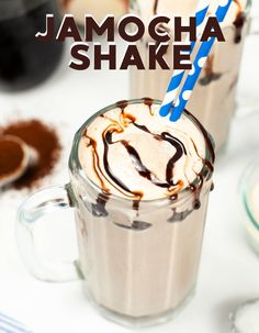 Shakes are delicious and coffee is amazing and when you mix them together, what you get is pure heaven! This easy coffee shake is a copycat of Arby's famous jamocha shake and you won't be sorry for trying to make it yourself. Easy Drink Recipes, Easy Homemade Recipes, Shake Recipes, Best Dessert Recipes, Coffee Recipes, Yummy Drinks, Easy Desserts, Dessert Ideas, Jamocha Shake
