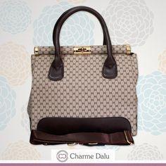 Bolsa prática que pode ser utilizada com um Look social ou casual !!! Escolha a sua cor na CHARME DALU: www.charmedalu.com.br