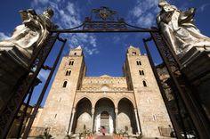 A l'entrée de la cathédrale de Cefalu.